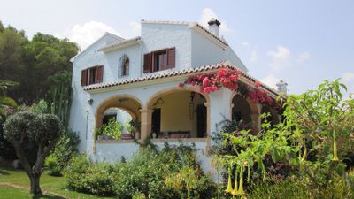 Photo for Beautiful Villa within walking distance to beach, Pool, A/C to all bedrooms