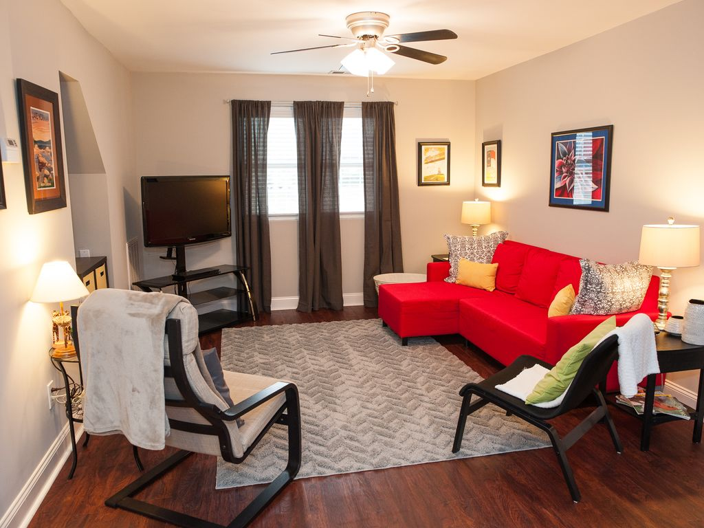 Clean, Convenient Location, Close To Many Attractions. Garage parking!