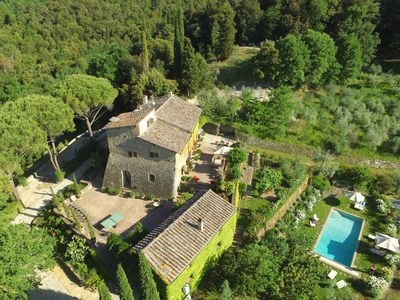 An aerial view of the villa, guesthouse, huge rear patio and pool area.