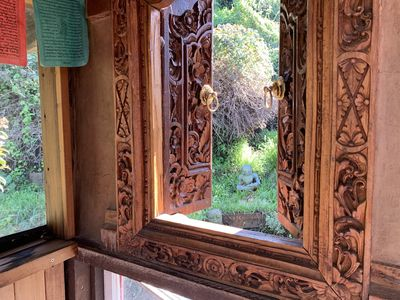 upstairs porchroom with Balinese window