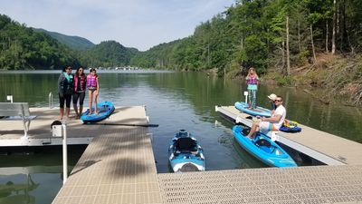 FAMILY FUN, Sunny Lake Front Home Private Dock Water Toys WiFi & Cell  service - Butler