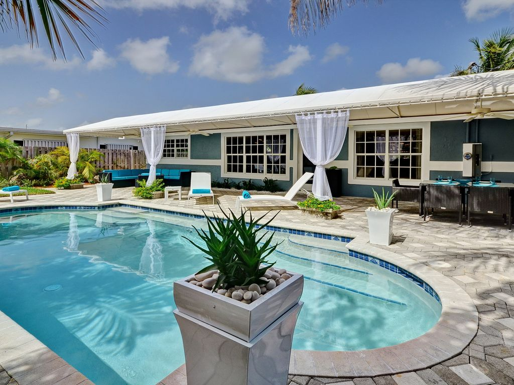 Sky Oasis: Modern Design With Gorgeous Priv... - HomeAway on bathroom with pools, modern houses with pools, hotels with pools, bedroom with pools, little houses with pools, home with pools, real estate with pools, landscaping with pools, house with swimming pool, gardens with pools, art with pools, building with pools, home swimming pools,