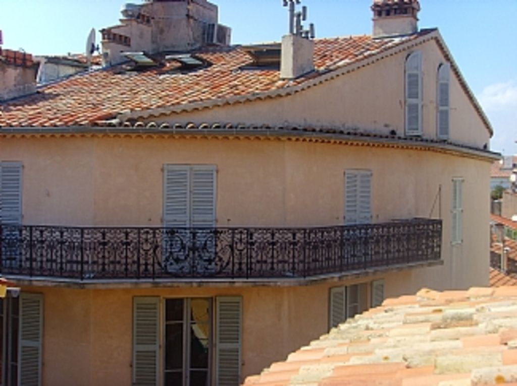 Property Image 8 Studio Apartment With Roof Terrace In The Heart Of Old Antibes