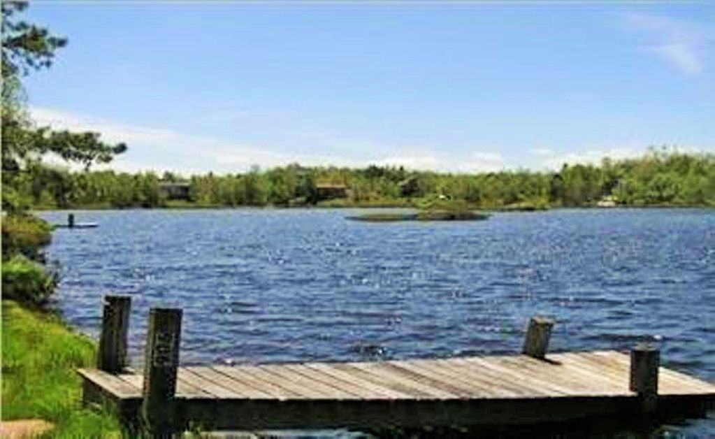 Inn kognito 2 lakefront camelbeach mt air homeaway for Long pond pa cabin rentals