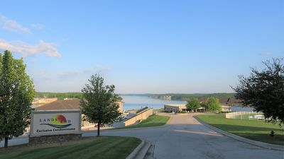 Exclusive Land's End. One of the top complexes at the Lake!
