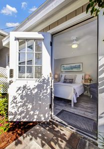 Just Exquisite! Cozy NEW Studio. Enjoy Tiny House Living Steps to the Beach!