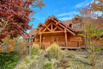 Welcome to luxurious Bear Paw Lodge! Private trail to Smoky Mountain Natl Park