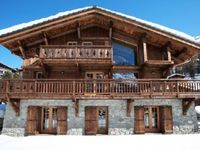 Beautiful chalet in a stunning valley with some of the best skiing there is.