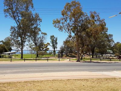 Barmera Lake Bonney-Relax Recharge and Play