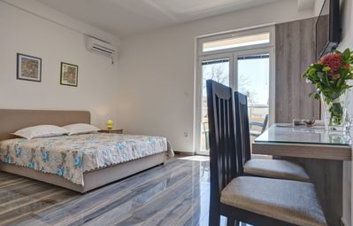 Studio apartment, close to the beach, modern look, family/couple-friendly