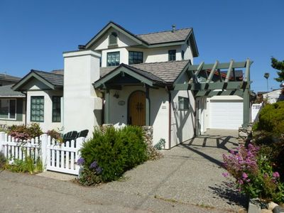 Front View of Cois Farriage in Cayucos, CA