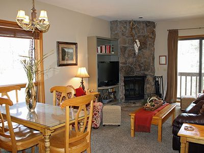 End Unit with Amazing views of the San Juan Mountains.