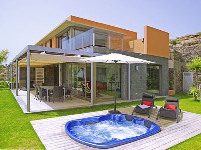 Photo for Private villa with Jacuzzi on the golf course Salobre