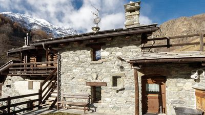 Photo for Ski from your doorstep from Foyer Orange comfortable apartment located right in front of the house