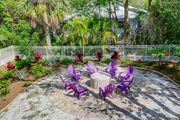 Kingfisher Cottage: Eclectic & Fun West End Beach Cottage with Dock Access!!