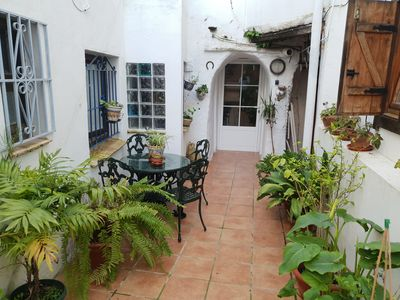 Photo for Laura House Cozy apartment in the old town, typical Andalusian patio