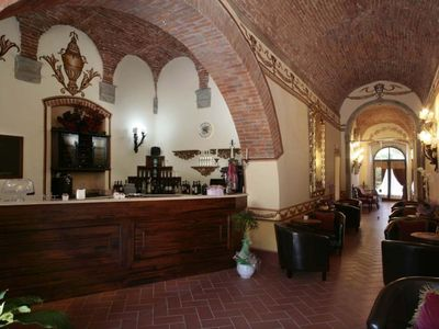 Photo for Cosy apartment for 4 people with WIFI, pool, TV, pets allowed and parking, close to Arezzo