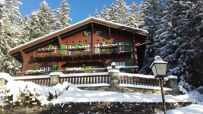 Photo for Traditional luxury cottage, lake and mountains, very central