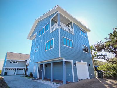 Photo for The Perfect View: Private beach access, elevator, close to Crystal Pier!