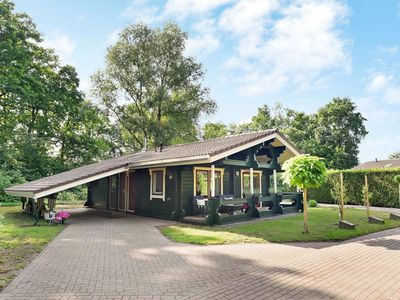Photo for Finnish chalet with private garden and wood-fired sauna near the Veluwe