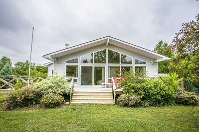 Bright Modern All Season Open Concept Cottage - 5 minutes from Bayfield -  Bluewater