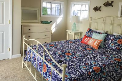 Love Shack - a cozy cottage with sunset views and steps to Salisbury Beach