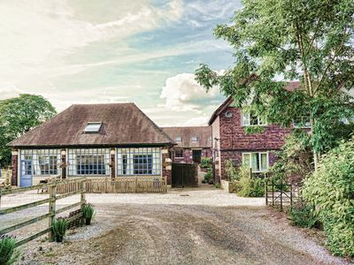 Photo for Beautiful Coach House, idyllic village setting, on the edge of The Peak District
