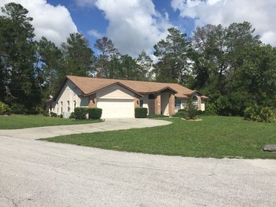 Secluded 4 Bedroom Home Retreat in Spring Hill, Heated Pool, Free Cable TV/Wifi.