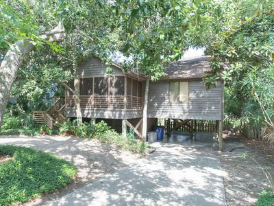 House on 3rd W Cooper- Charming Beach House - Screened Porch - Central Location - Steps to the Beach