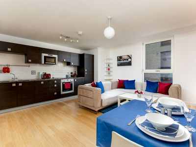 Photo for Shoreditch bright 2 bedroom flat with Gym and 24 hour concierge