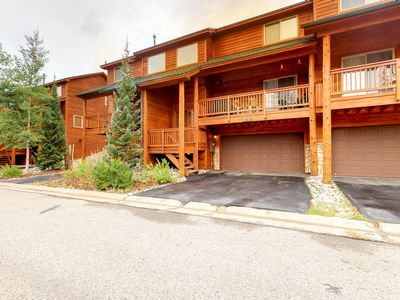 Photo for Downtown condo w/mountain view, deck & shared hot tub-walk anywhere