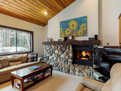 Photo for Cozy condo with mountain views, shared hot tub, private deck