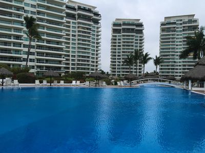Photo for Breathtaking Sunsets, Beautiful Luxury Condo, Oceanfront in Shangrila