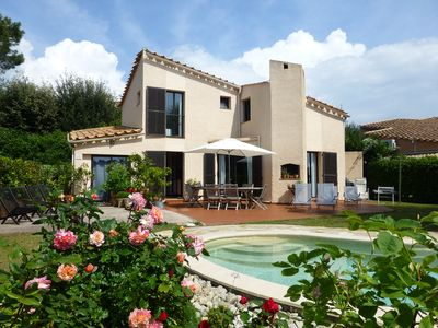 Photo for Charming neo Provençal, quiet and peaceful south facing villa with private pool