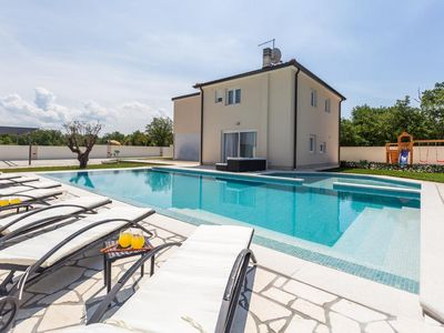 Photo for 4BR House Vacation Rental in Umag