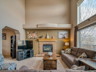 Photo for Executive Home w/ AC || Sleeps up to 10 || Short Drive to YYC & DT