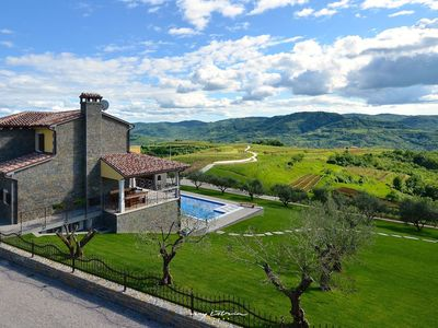 Photo for Beautiful villa for larger groups near Buzet