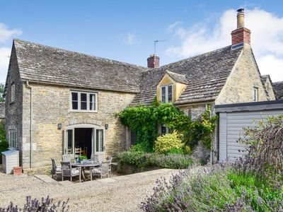 Photo for Beehive Cottage, Poulton, Cotswolds - sleeps 6 guests  in 3 bedrooms