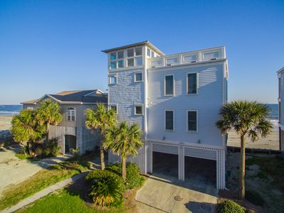 Beachfront home with roof top deck & Elevator that sleeps 12!