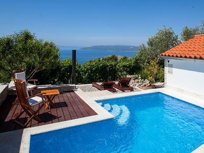 Photo for This 2-bedroom villa for up to 4 guests is located in Makarska and has a private swimming pool, air-