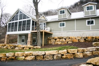 Beautiful & newly remodeled home, gorgeous views overlooking the river front!