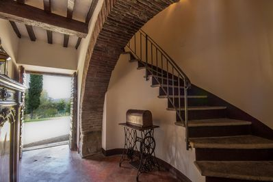 Private entrance and stairs to the Cinghiale