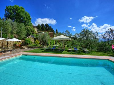Photo for Cosy apartment with pool, WIFI, TV, pets allowed, panoramic view, parking, close to Greve In Chianti