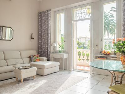 Photo for Villa Victoria Garden - Large and bright apartment with private garden, close to beach