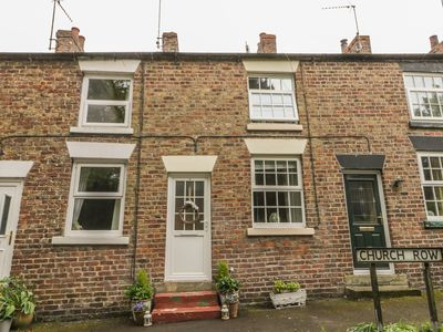 Photo for 4 CHURCH ROW, family friendly, with a garden in Hunmanby, Ref 939902