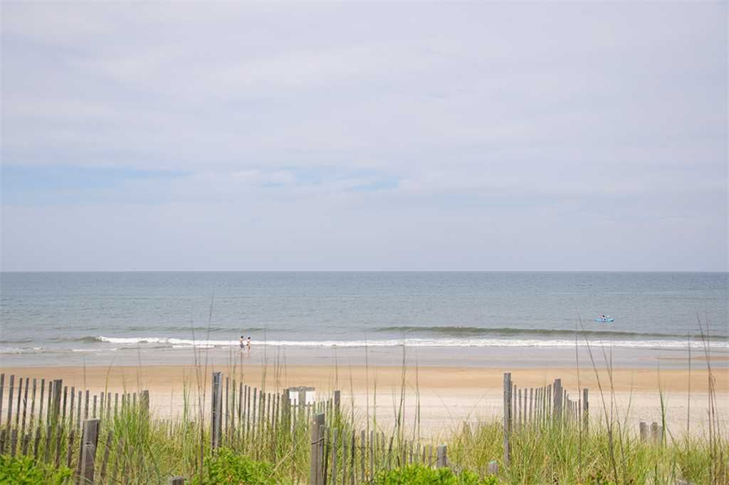 Windfall: Oceanfront, 4 bedrooms all with deck access, great views of the ocean.