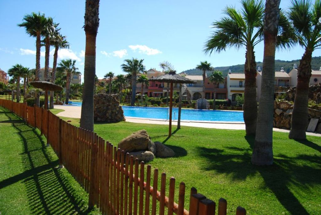 Luxury beachfront villa house in jardines de zahara moron for Jardines de zahara