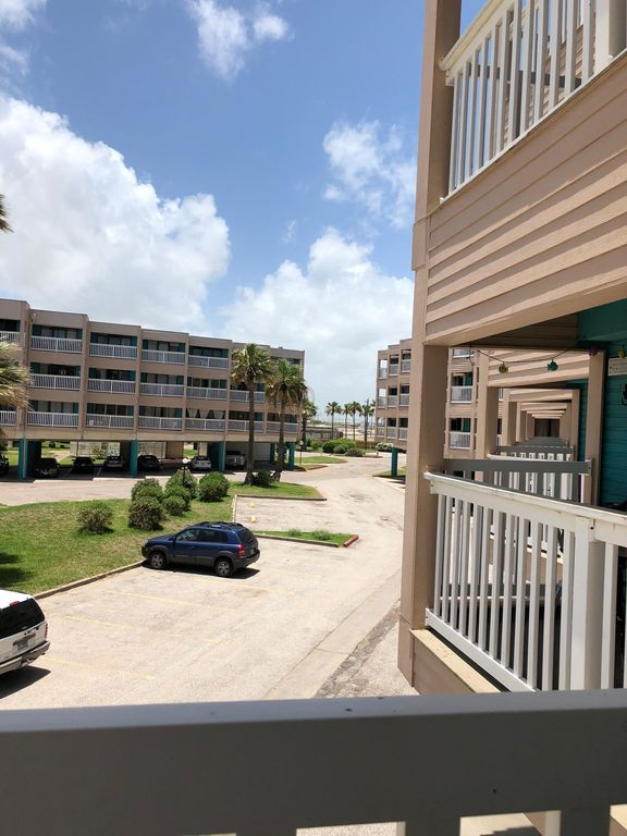 3116 BEACH FRONT CONDO WITH KITCHENETTE