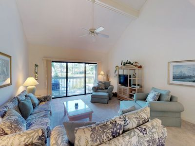 Photo for Cozy condo with shared pool access, golf course, and beach access