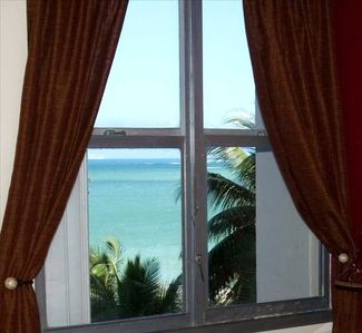 Beautiful OCEAN VIEW from your Bed!! Master